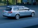 Фото авто Volkswagen Passat B6, ракурс: 225 цвет: серебряный