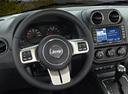 Фото авто Jeep Patriot 1 поколение, ракурс: рулевое колесо