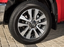 Фото авто Toyota Tundra 2 поколение [3-й рестайлинг], ракурс: колесо цвет: красный