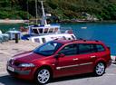 Фото авто Renault Megane 2 поколение, ракурс: 45 цвет: красный