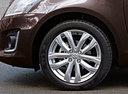 Фото авто Suzuki Swift 4 поколение [рестайлинг], ракурс: колесо цвет: коричневый