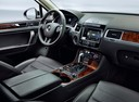 Фото авто Volkswagen Touareg 2 поколение, ракурс: торпедо