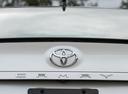 Фото авто Toyota Camry XV70, ракурс: шильдик цвет: белый