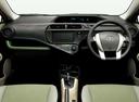Фото авто Toyota Aqua 1 поколение, ракурс: торпедо