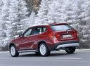 Фото авто BMW X1 E84, ракурс: 135 цвет: красный