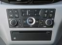 Фото авто Nissan Almera Tino V10, ракурс: центральная консоль