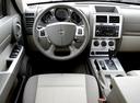 Фото авто Dodge Nitro 1 поколение, ракурс: торпедо