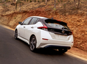 Фото авто Nissan Leaf 2 поколение, ракурс: 135 цвет: белый