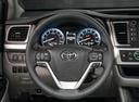 Новый Toyota Highlander, белый металлик, 2017 года выпуска, цена 3 802 000 руб. в автосалоне Тойота Центр Оренбург