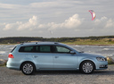 Фото авто Volkswagen Passat B7, ракурс: 270 цвет: серый