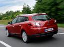 Фото авто Renault Megane 3 поколение, ракурс: 135 цвет: красный