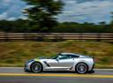 Фото авто Chevrolet Corvette C7, ракурс: 90 цвет: серебряный