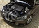 Фото авто Mercedes-Benz E-Класс W212/S212/C207/A207, ракурс: двигатель цвет: мокрый асфальт
