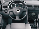 Фото авто Volkswagen Jetta 4 поколение, ракурс: торпедо