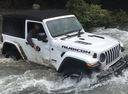 Фото авто Jeep Wrangler JL, ракурс: 315 цвет: белый