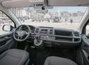 Фото авто Volkswagen Caravelle T6, ракурс: торпедо цвет: черный