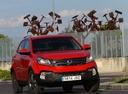 Фото авто SsangYong Korando 3 поколение [2-й рестайлинг], ракурс: 315 цвет: красный