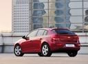 Фото авто Chevrolet Cruze J300, ракурс: 135 цвет: красный