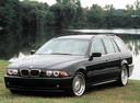 Фото авто BMW 5 серия E39 [рестайлинг], ракурс: 45 цвет: мокрый асфальт