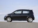 Фото авто Daihatsu Sirion 2 поколение [рестайлинг], ракурс: 90 цвет: черный