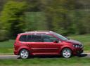 Фото авто Volkswagen Touran 1 поколение [2-й рестайлинг], ракурс: 270 цвет: красный