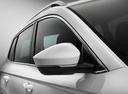 Фото авто Skoda Karoq 1 поколение, ракурс: боковая часть цвет: белый
