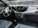 Фото авто Nissan Almera Tino V10, ракурс: торпедо