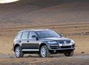 Фото авто Volkswagen Touareg 1 поколение [рестайлинг], ракурс: 315 цвет: мокрый асфальт