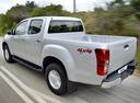 Фото авто Isuzu D-Max 2 поколение, ракурс: 135 цвет: серебряный