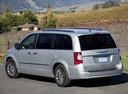 Фото авто Chrysler Voyager 5 поколение [рестайлинг], ракурс: 135 цвет: серебряный