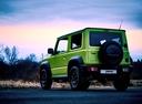 Фото авто Suzuki Jimny 4 поколение, ракурс: 135 цвет: зеленый