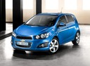 Фото авто Chevrolet Aveo T300, ракурс: 45 цвет: синий