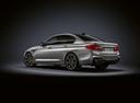 Фото авто BMW M5 F90, ракурс: 135 цвет: серый