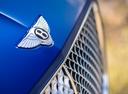 Фото авто Bentley Continental GT 3 поколение, ракурс: шильдик цвет: голубой