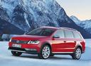 Фото авто Volkswagen Passat B7, ракурс: 45 цвет: красный