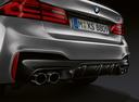 Фото авто BMW M5 F90, ракурс: задняя часть цвет: серый