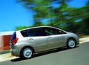 Фото авто Toyota Corolla Verso 1 поколение, ракурс: 270 цвет: серебряный
