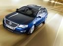 Фото авто Volkswagen Passat B6, ракурс: 45 цвет: синий