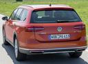 Фото авто Volkswagen Passat B8, ракурс: 180 цвет: оранжевый