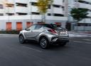 Фото авто Toyota C-HR 1 поколение, ракурс: 135 цвет: серебряный