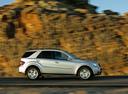 Фото авто Mercedes-Benz M-Класс W164, ракурс: 270 цвет: серебряный