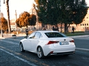 Фото авто Lexus IS XE30 [рестайлинг], ракурс: 135 цвет: белый