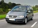 Фото авто Volkswagen Sharan 1 поколение [2-й рестайлинг], ракурс: 45 цвет: серый