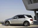 Фото авто Mercedes-Benz M-Класс W164 [рестайлинг], ракурс: 90 цвет: серебряный