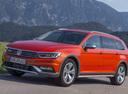 Фото авто Volkswagen Passat B8, ракурс: 45 цвет: оранжевый