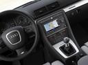 Фото авто Audi S4 B7/8E, ракурс: центральная консоль