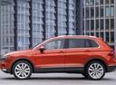 Фото авто Volkswagen Tiguan 2 поколение, ракурс: 90 цвет: оранжевый
