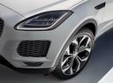 Фото авто Jaguar E-Pace 1 поколение, ракурс: передняя часть цвет: белый