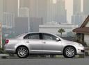Фото авто Volkswagen Jetta 5 поколение, ракурс: 270 цвет: серебряный