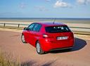 Фото авто Peugeot 308 T9, ракурс: 135 цвет: красный